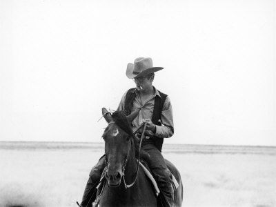 5793281_Actor_James_Dean_Clad_in_Western_Garb_for_His_Role_Riding_Horse_on_Location_for_the_Movie_Giant_Affiches