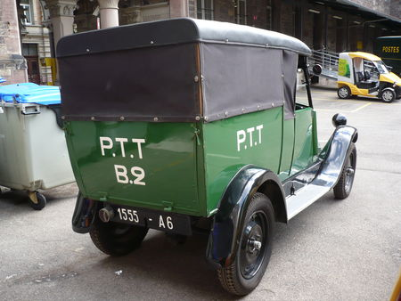 RENAULT_NN_camionnette_postal_1927_Strasbourg___H_tel_des_Postes__2_