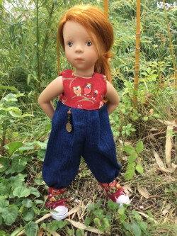 Ensemble pour Minouche, jean et rouge, 16 € et 2,50 fdp, plus disponible