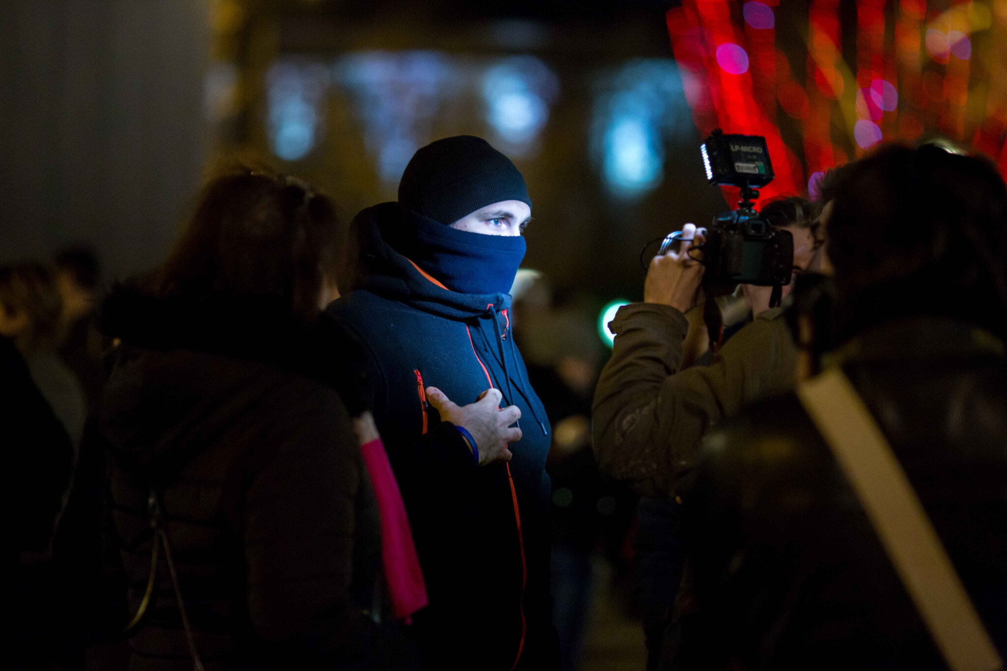 Les « gyros bleus » sur les Champs-Élysées. © Michel Stoupak. Jeu 20.12.2018, 21h32m58.
