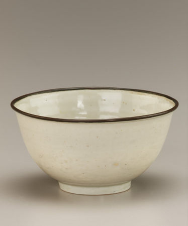 675Bowl with molded decoration. 15th century. Later Lê dynasty.