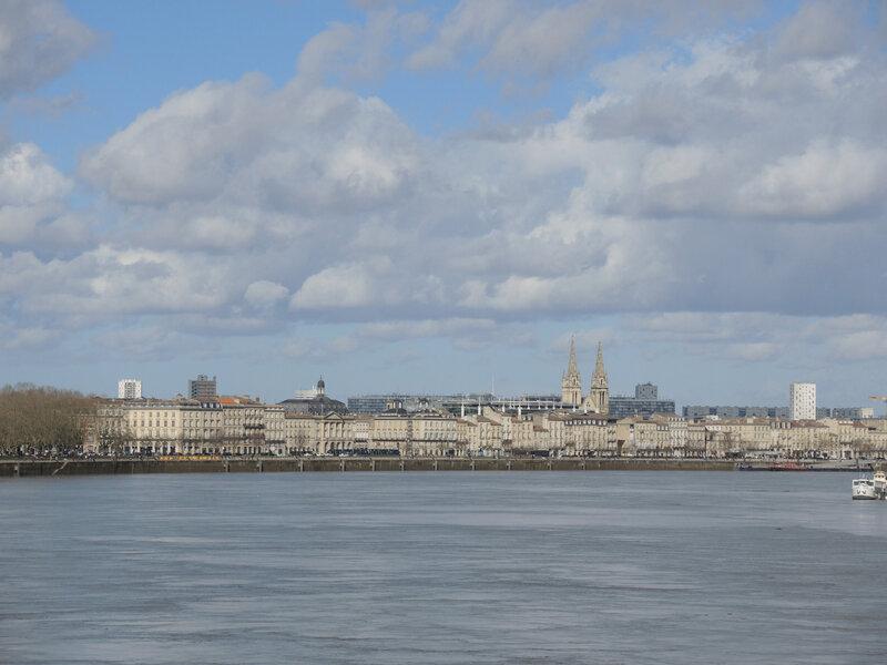 Bordeaux, pont de pierre, vue sur l'église Saint-Pierre (33)