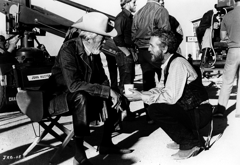 rare-image-of-filmmaker-john-huston-and-lead-actor-paul-newman-on-the-set-of-the-life-and-times-of-judge-roy-bean-1972