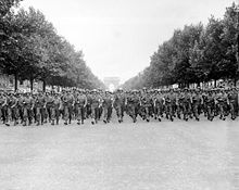 220px_American_troops_march_down_the_Champs_Elysees