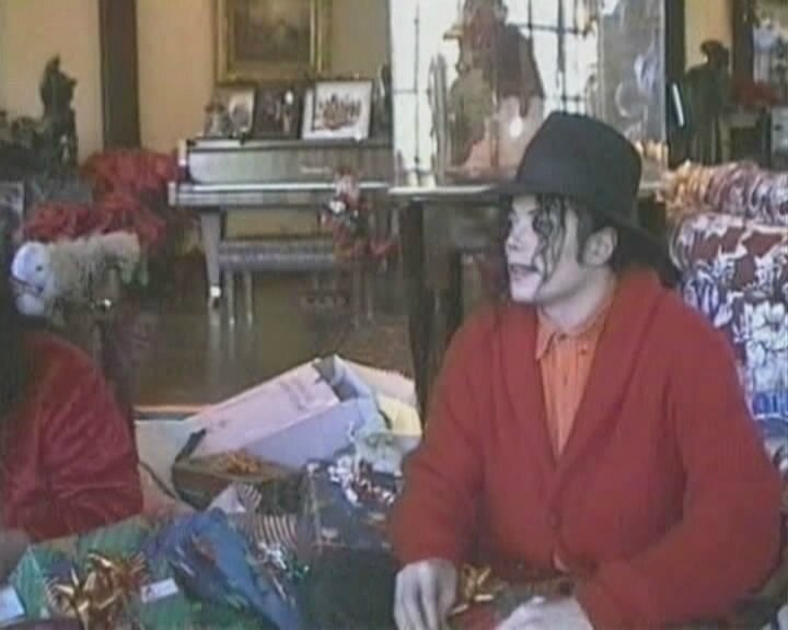 Michael-for-Christmas-3-michael-jackson-9506770-720-576