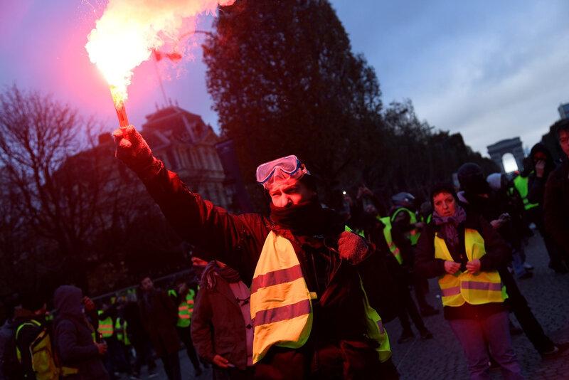 gilet-jaune-Champs-Elysees-24-novembre-2018-Paris_1_1399_933