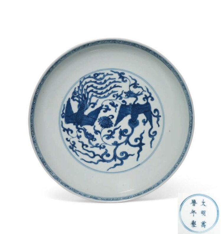 A large blue and white 'Phoenix' dish, Wanli six-character mark in underglaze blue within a double circle and of the period (1573-1619)
