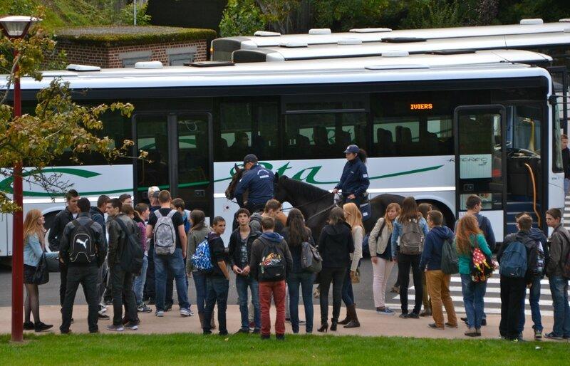 GARE ROUTIERE SEPT 2013 VISITE GENDARMERIE JJT BRIGADE EQUESTRE bus Iviers