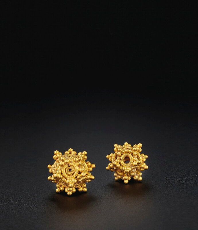 2019_NYR_18338_0514_000(two_rare_openwork_gold_beads_eastern_han_dynasty)
