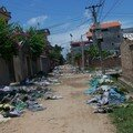 Le village des chaussures en plastique...