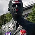 Une statue du général de gaulle aurait été vandalisée lors des manifestations contre la loi travail