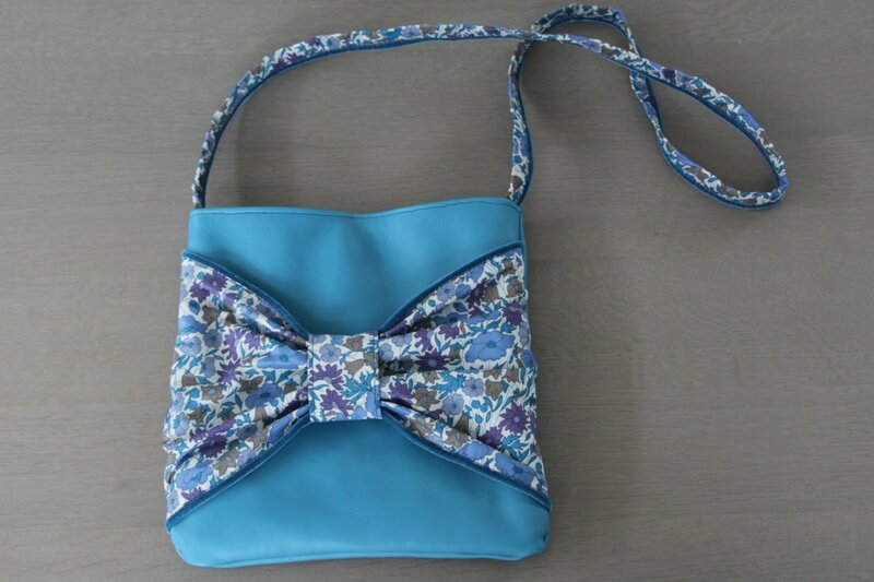 Sac pochette a noeud cuir fille (2)