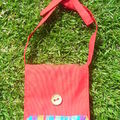 Le sac besace rouge