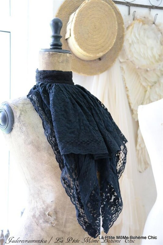 800204.Jeanne D'arc Rococo scarf lace black.JPG