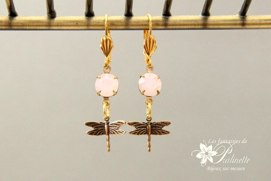 boucles-d-oreilles-en-cristal-cabochon-rond-rose-opal-libellules