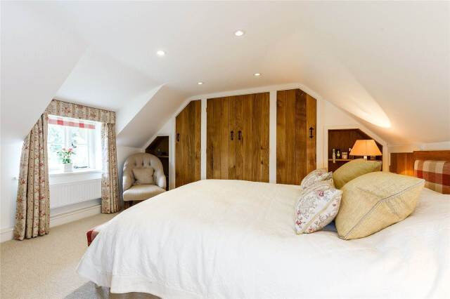 thatched-cottage-goals-bedroom-decor-english-cottage
