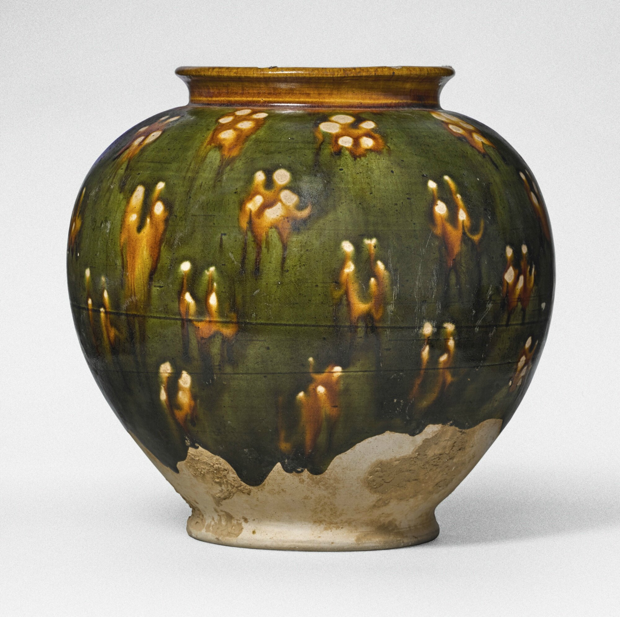A sancai-glazed pottery jar, Tang dynasty