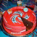 Gâteau Beyblade stadium toupies coupé