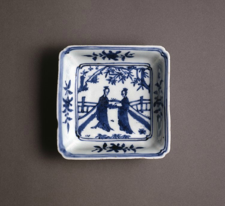 Square porcelain dish with underglaze blue decoration, Ming dynasty, Longqing mark and of the period, 1567-1572