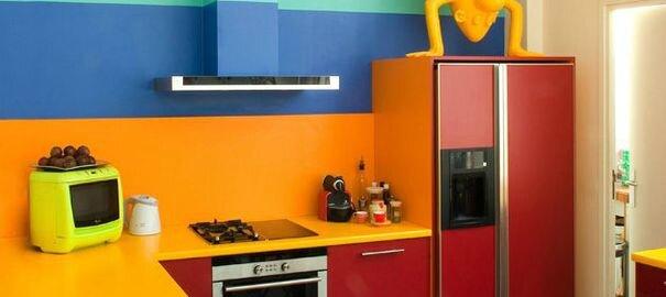 erreurs-déco-à-éviter-en-cuisine-cuisine-trop-colorée