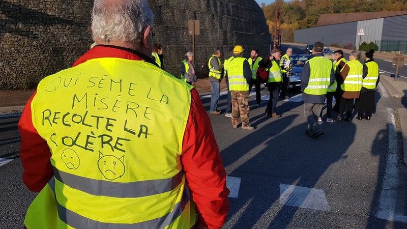 Photo-gilets-jaunes-mobilisés-à-Sarlat