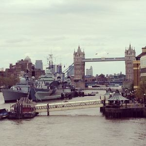 Tower_Bridge__River_Thames_et_cuirass__e