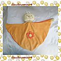 Doudou plat triangle coccinelle papillon orange fleur pop art