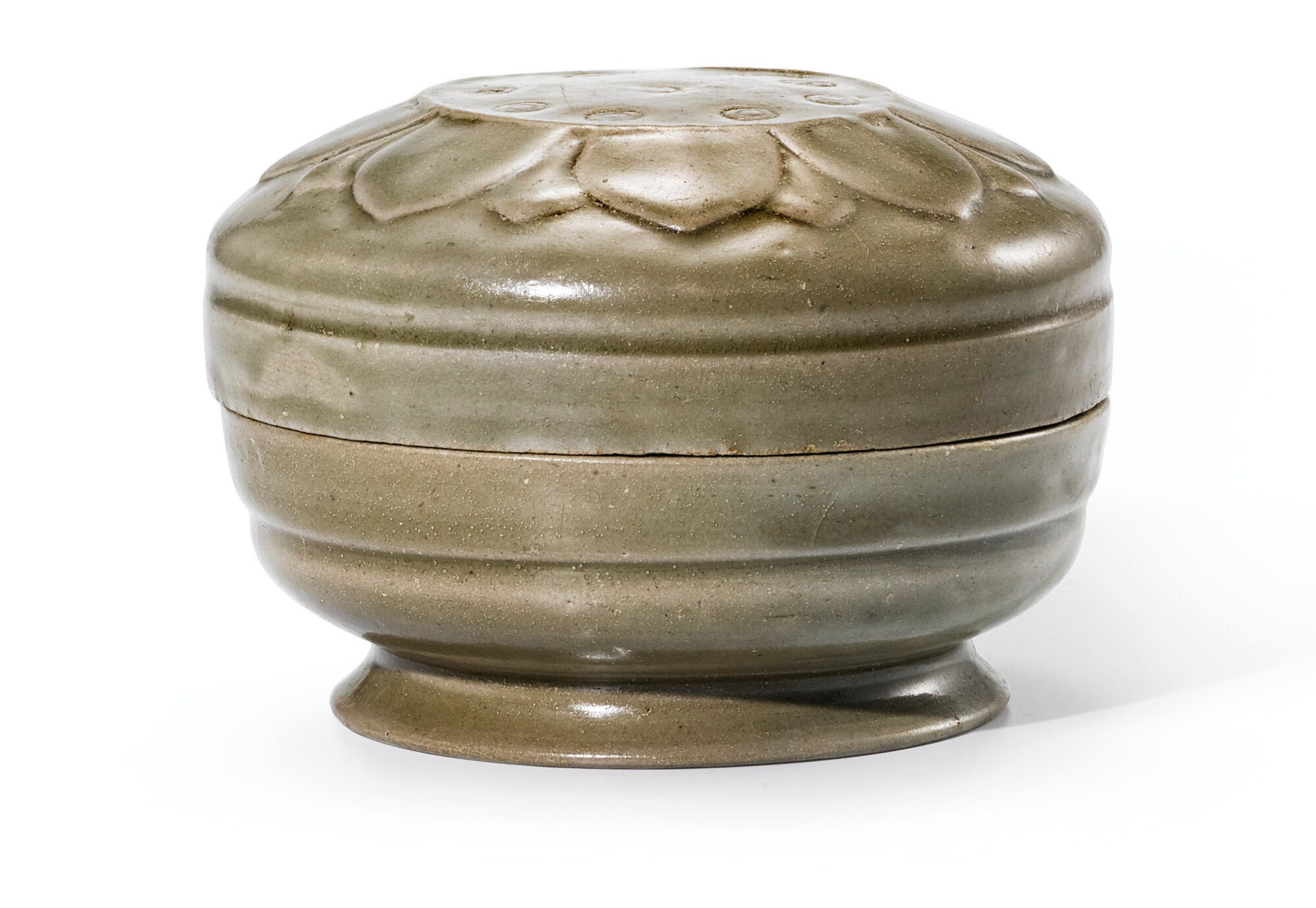A Yue celadon 'Lotus' box and cover, Five dynasties-Song dynasty (907-1279)