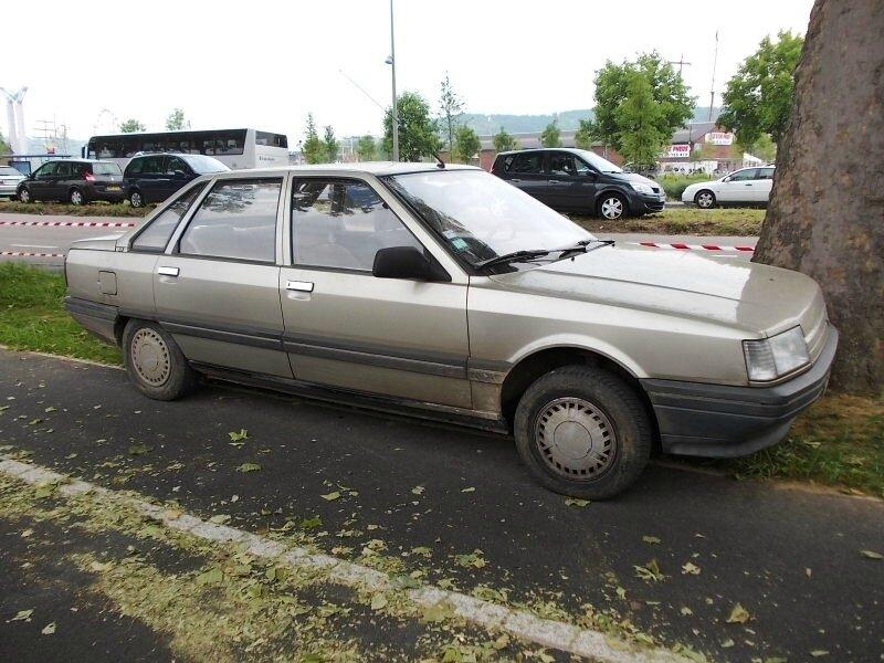 Renault21GTSav1