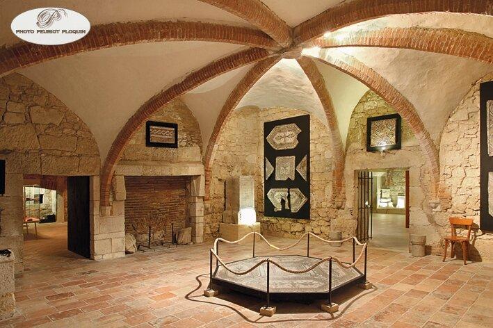 LECTOURE_Mairie_ancien_Eveche_du_XVIIe_siecle_sous_sol_Musee_archeologique_salle_des_mosaiques