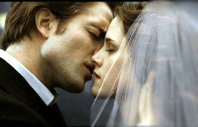 Edward-Bella-s-Wedding-3-breaking-d