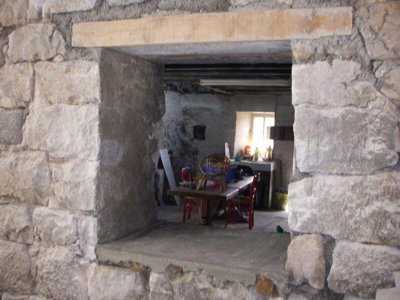 passe plat interieur cuisine salon photo de travaux en ardeche carton de k ro meuble en. Black Bedroom Furniture Sets. Home Design Ideas
