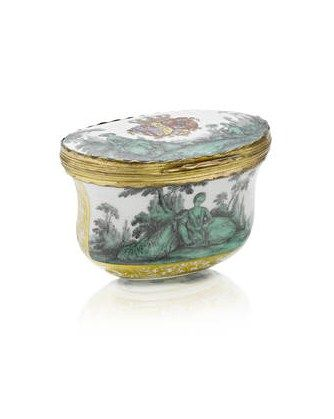 A_Meissen_gold_mounted_oval_snuff_box_from_the_toilet_service_for_Queen_Maria_Amalia_Christina_of_Naples_and_Sicily__Princess_of_Saxony__circa_1745_474