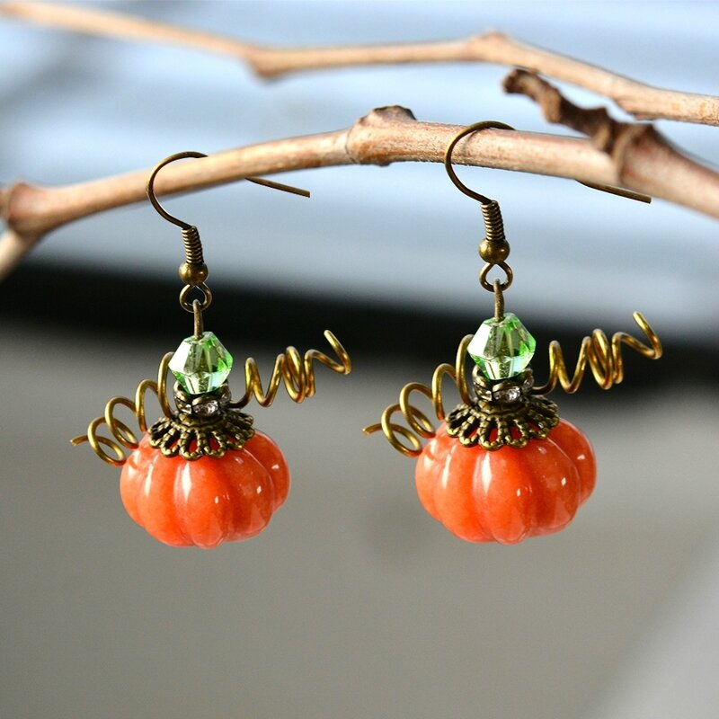 How-to-Make-Simple-yet-Chic-Pumpkin-Earrings-for-Halloween-3
