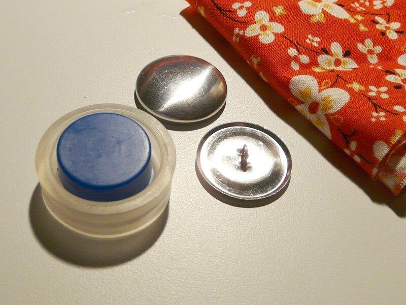 Matériel : bouton + appareil + tissu