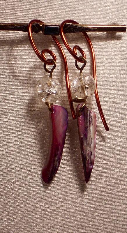 53 Boucles d'oreille en cristal et nacre. 3 €