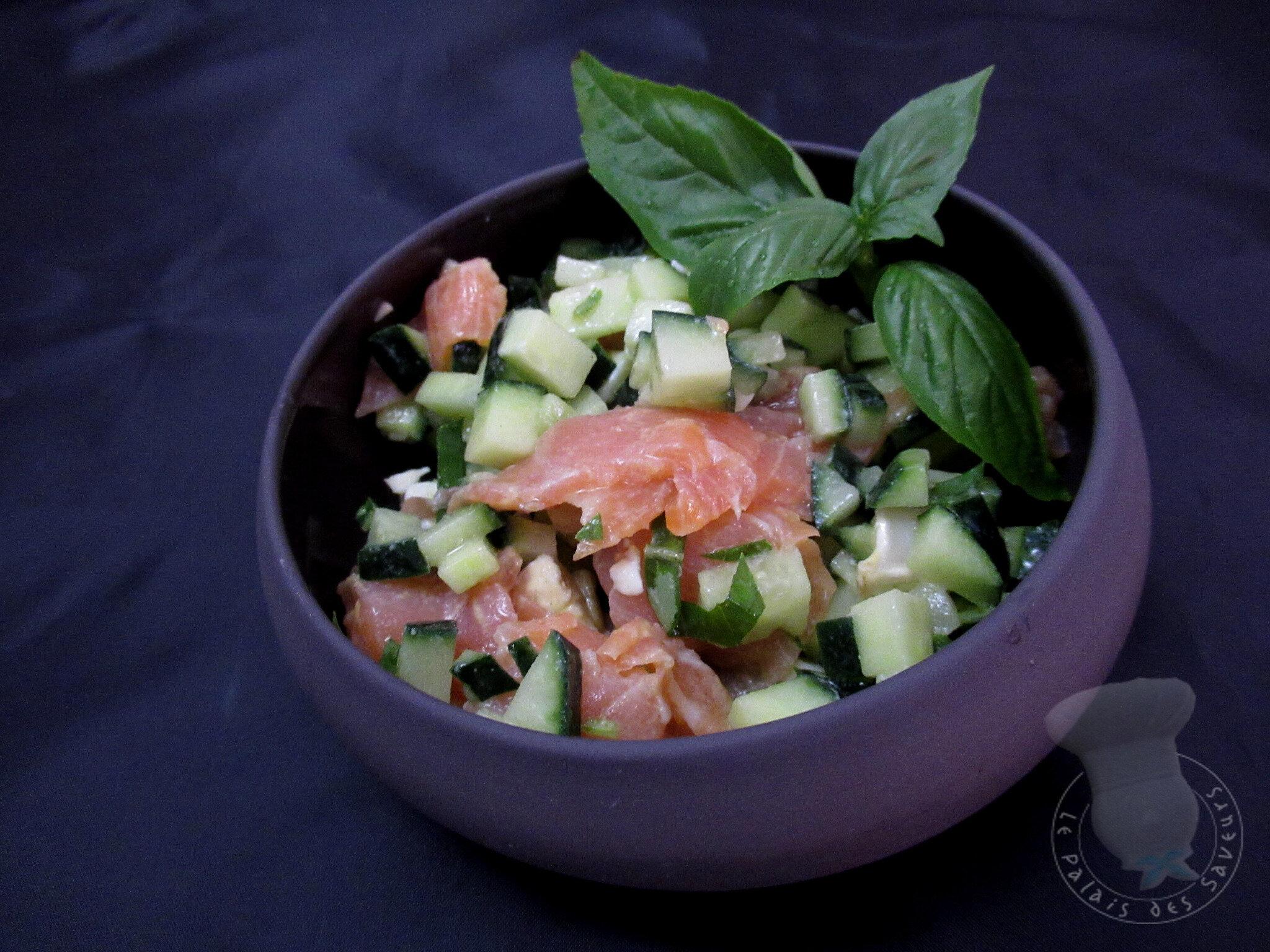 Salade de concombre au saumon fumé et chèvre