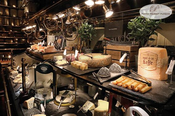 BUFFET_aux_fromages_insolites_Roqueforts_et_bleus_panoramique