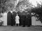 1962-08-05-brentwood-out-police_officers_newsmen-1
