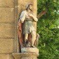 0587 - Une statue au coin d'une rue Aix 16 juin