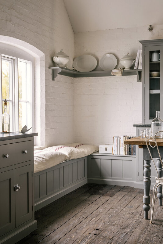 7_-The-Real-Shaker-Kitchen-by-deVOL