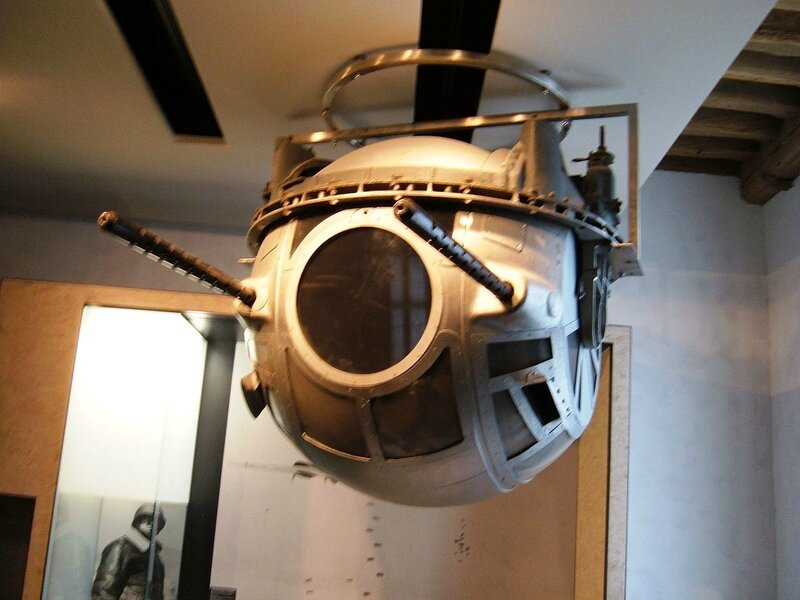 1280px-B-17_belly_turret
