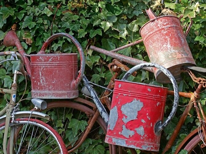 14b3a3c87c7738daa3dcc1b42e4dd600--old-bikes-rustic-gardens