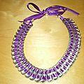 collier avec ruban de satin violet