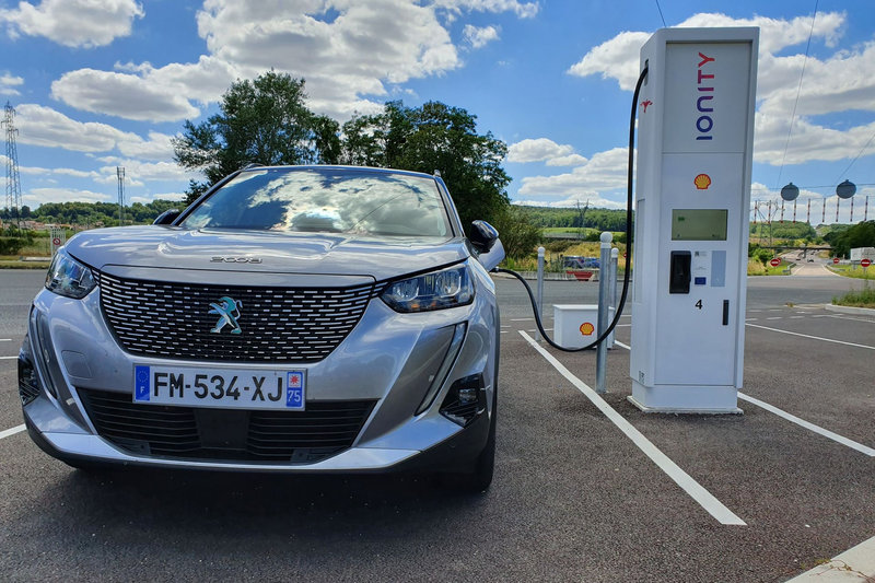 Peugeot-e-2008-recharge-Ionity