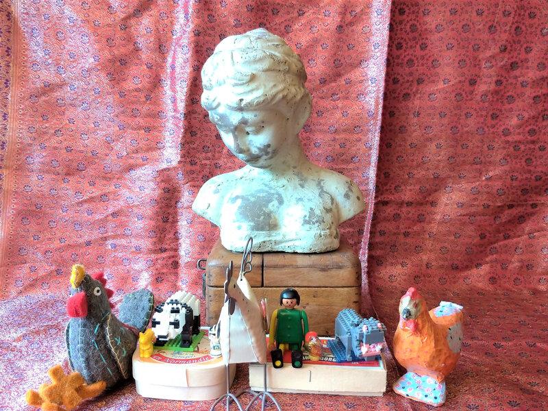 Anna Karenine (lecture) : buste de statue et jouets