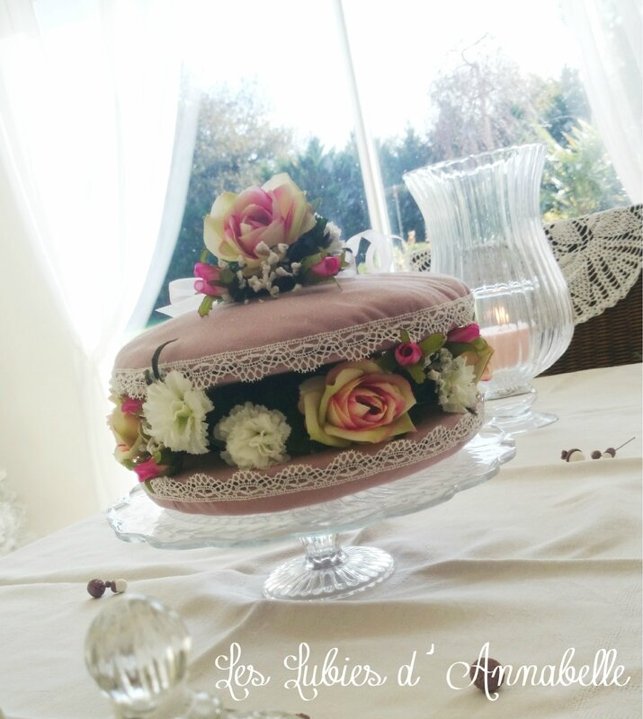 Macarons rose garniture fleurs