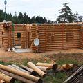 2009 08 07 Le fustier Frédéric Monteil qui construit sa propre maison à la Côte Chaude (9)