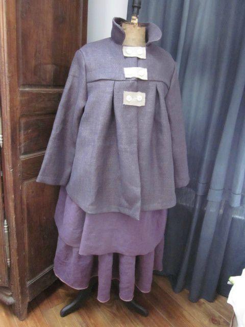 Jupon CLEMENTINE EN LIN prune - Robe BRUNE en lin prune et en lin bois de rose - Manteau AGLAE court en lin violine et lin brut - taille 52 (35)