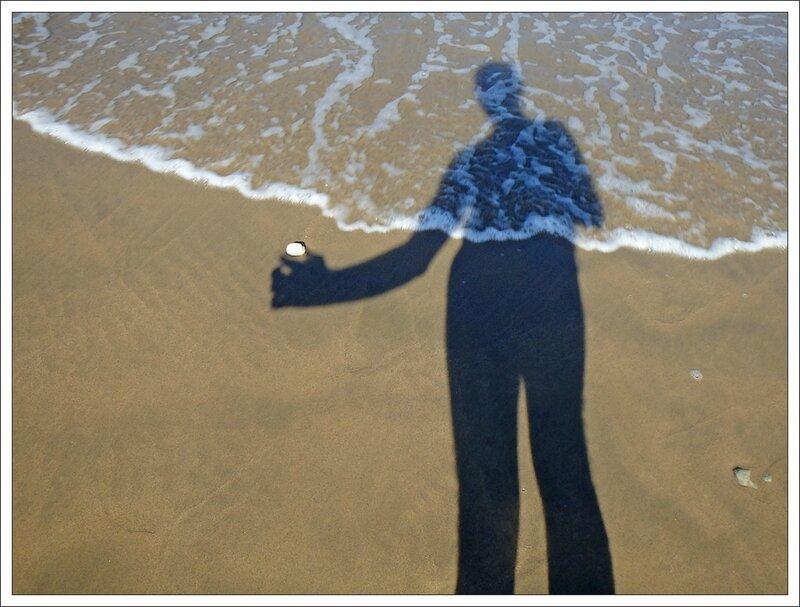 Y plage ombre mer galet 160813 2